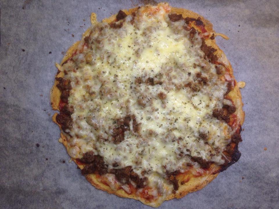 Superenkel pizza m/ bunn som knaser og ikke smaker egg! -glutenfri, melkefri og eggefri