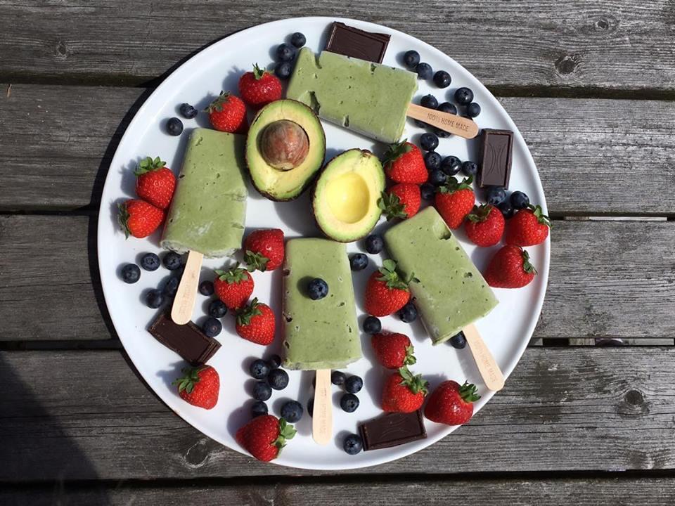 Nyt sommerens goder | is m/ avokado, lime og spirulina | sukkerfri – glutenfri