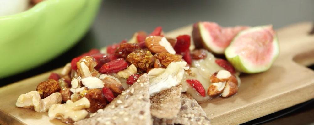 Bakt Brie m/ nøtter og superfrukt | Perfekt til venninnekvelden