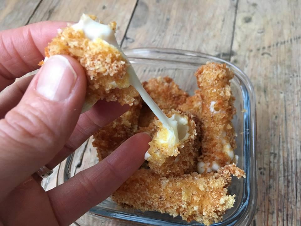 Lavkarbo   Knasende sprø mozzarella-sticks