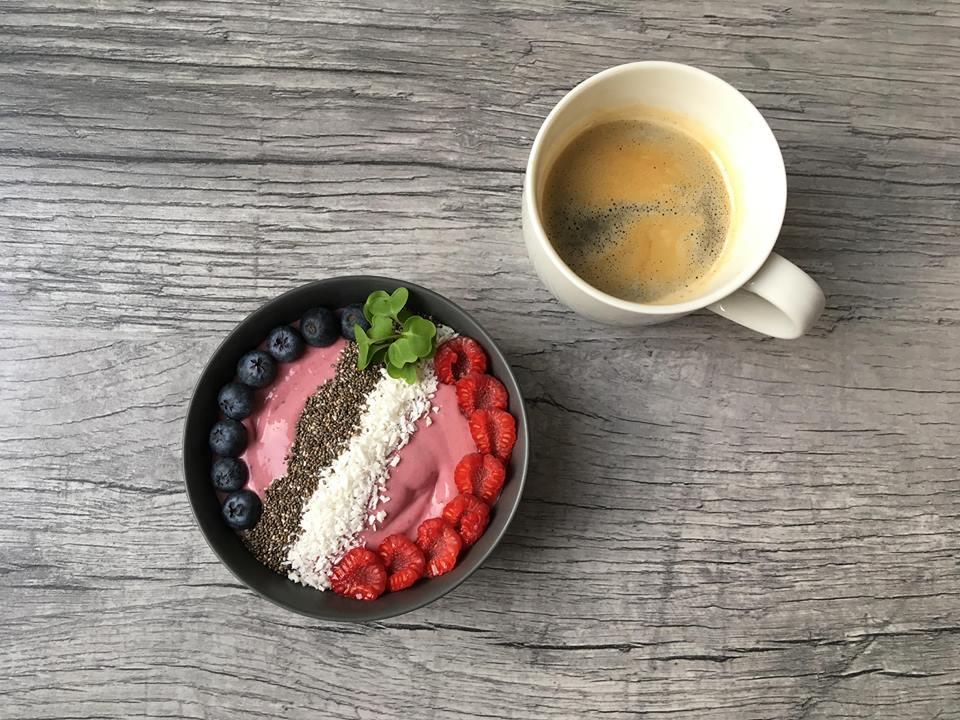 Lavkarbo smoothiebowl. Bilde