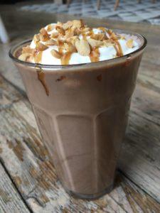 Snickers milkshake lavkarbo. bilde